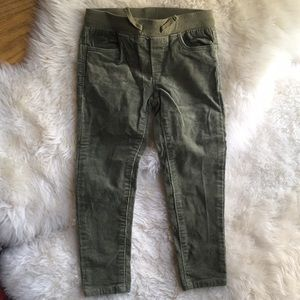 Adorable unworn stretch cords, olive green